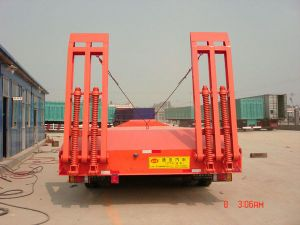 Caterpillar Transport Gooseneck Lowbed Semitrailer pictures & photos
