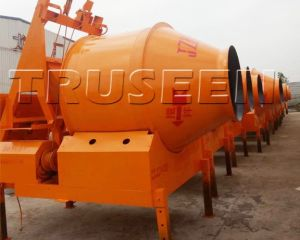 0.3-0.75m3 Self-Loading Concrete Mixer pictures & photos