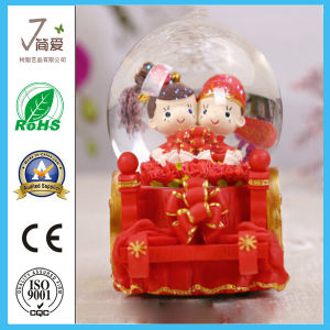 Polyresin Resin OEM Wedding Decoration Water Snow Globe pictures & photos
