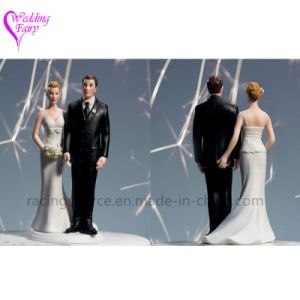 High Quality The Love Pinch Bridal Couple Figurine Caucasian Couple Wedding Cake Topper pictures & photos
