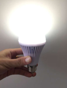Factory Price Rechargeable Bulb Light 9W LED Bulb Light pictures & photos