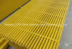 Pultruded FRP/Fiberglass Grating Walkway pictures & photos