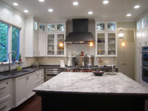 Wholesale Multi-Function White Polished Engineered Quartz Kitchen Countertop pictures & photos