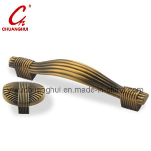 Antique Brass Zamak Furniture Cabinet Handle (CH07301) pictures & photos