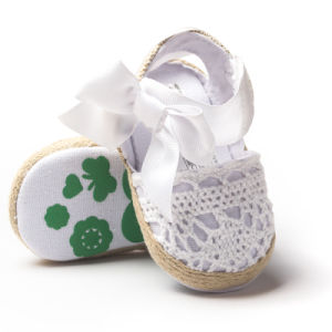 Cute Infant Girls′ Net-Yarn Lace Bow Sandals pictures & photos