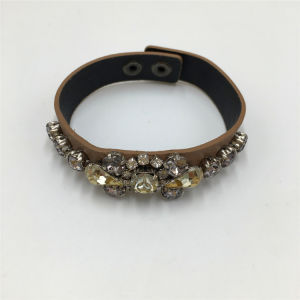 Classic Leather Bracelet Alloy Jewelry Bracelet with Glass Stone pictures & photos