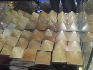Semi Precious Stone Natural Crystal Calcite Pyramid Display <Esb01652> pictures & photos