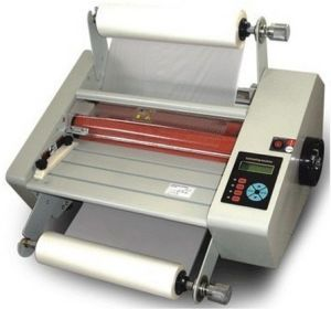 Small Roll Laminating Machine pictures & photos