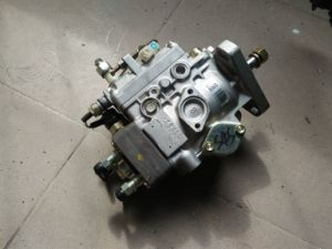 Mitsubishi S4s/S6s Fuel Pump for Forklift pictures & photos