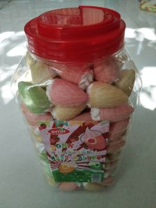 Strawberry Marshmallow with Jam Packing in Bottle pictures & photos