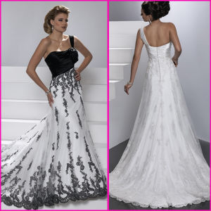 Custom Formal Dresses White Black Lace Bridal Wedding Gowns (A22) pictures & photos