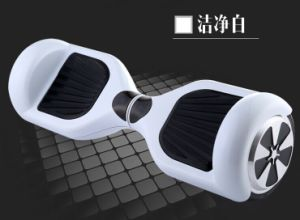 2-Wheel Skateboard with 700W Motor pictures & photos