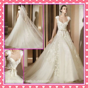 Cap Sleeves Tulle Alencon Lace Applique Hand Flowers Wedding Dress P007 pictures & photos