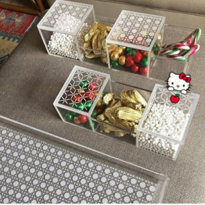 Elegant Mini Acrylic Boxes for Wedding Favor Candy Cube pictures & photos