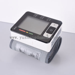 Ce Certificated Medical Equipment Wrist Type Blood Pressure Monitor Ysd733 pictures & photos