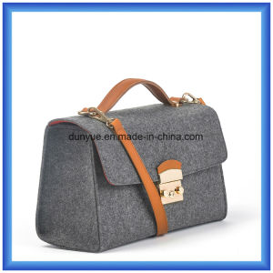 Customized Ladies Wool Felt Casual Messenger Bag, Hot Promotion Shopping Tote Bag with Adjustable PU Leather Belt pictures & photos