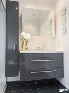 Modern Simplify Design Vanity with Mirror Cabinet Stainless Steel Hande and Towel Shelves pictures & photos