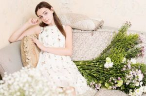 Fresh Flower Printed Sleeveless Pure White Women′s Dress pictures & photos