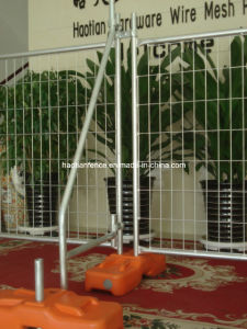 Temporary Fence Panels, Plastic Concrete Feet and Clamps pictures & photos