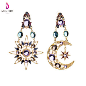 Hot Sale Fashion Elegant Diamond Studded Alloy Women′s Earrings Star and Moon Shape Pendant Jewelry pictures & photos