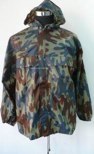 Short Breathable Camouflage Rainwear with Hood pictures & photos