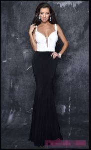 2017 Deep V-Neck Long Open Back Prom Dress Pg002 pictures & photos