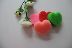 Polyurethane Foam Cleaning Products Heart Shape Cleaning Sponge pictures & photos