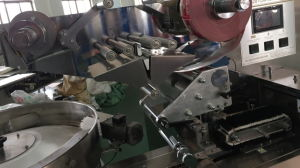 High Speed Flow Type Candy Pillow Packing Machine (servo drive) pictures & photos
