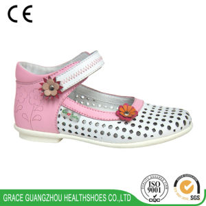Grace Ortho Girl′s School Shoes with Flower Decoration pictures & photos