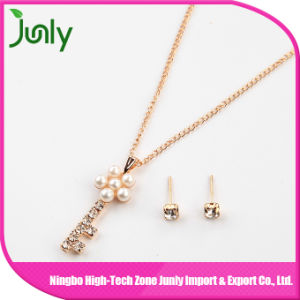 Imitation Women Fashion Gold Pearl Pendant Necklace Fashion Jewelry with Earring pictures & photos