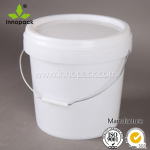 10L White Round Plastic Bucket Paint Bucket with Plastic Lid and Metal Handle pictures & photos