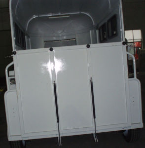 2 Horse Float With Gas Spring for Rear Ramp Door (GW-2HSL) pictures & photos