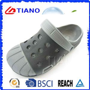 Outdoor Wholesale Beach Man Clogs (TNK40094) pictures & photos