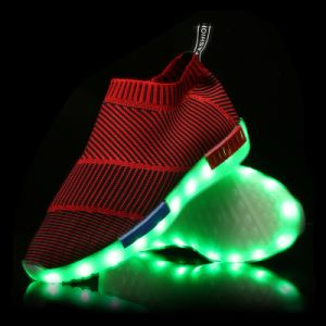 2016 Seasonable Unisex Luminous LED Shoes Sneakers with 7 LED Colors pictures & photos
