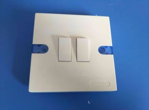 13A Bakelite Shell Cooper Contact with Light Wall Switch (w-105) pictures & photos