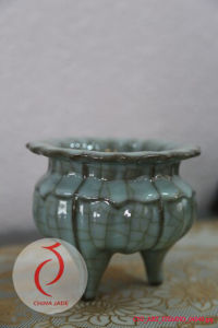 Best Sale Fancy Design Blue Glazed Embossed Ceramic Censer Made in Longquan