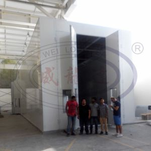 Bus and Truck Spray Paint Booth with Middel Rolling Doors pictures & photos