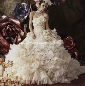 Royal Princess Wedding Ball Gown Flowers Lace Applique Quinceanera Dresses Z5074 pictures & photos