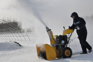 High Quality Gasoline 11HP Snow Thrower Test pictures & photos