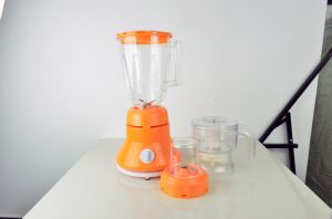 Convenient Electric 1.5L Mixer Fruit and Vegetable Blender pictures & photos