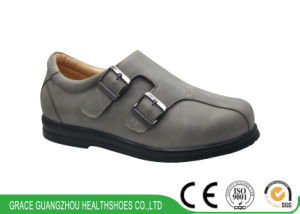 Wide Women Shoes Diabetic Leather Shoes with Extra Depth pictures & photos