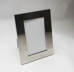 Satin Stainless Steel 4r Photo Frame pictures & photos