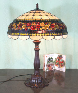 Art Tiffany Table Lamp 747 pictures & photos