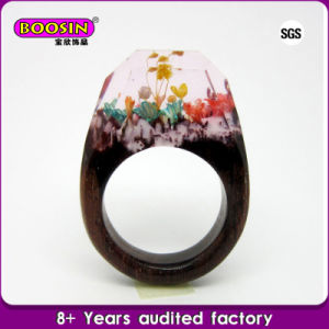 Fashionable Unique Wood Resin Rings, Natural Flower Wooden Rings Jewellery pictures & photos
