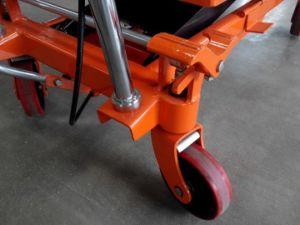 Brake Wheel Scissor Lift Platform pictures & photos