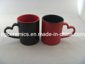 Red and Black Color Lovers Mug, 10oz Heart Shape Handle Mug pictures & photos
