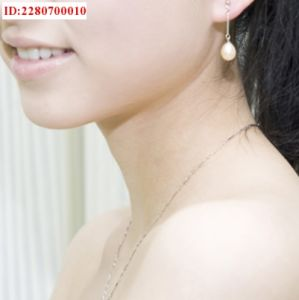 One Pendant Round White Pearl Necklace AAA