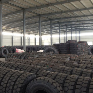 Heavy Dump Trucks Tire, Fullstar OTR Tire for Port, E4 Pattern Tubeless Tire, 21.00-25, 1800-25, 1600-25 Construction Machinery Tires pictures & photos