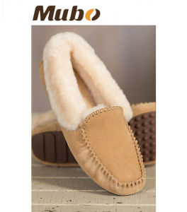 Women′s Suede Shearling-Lined Sheepskin Moccasin Shoes pictures & photos