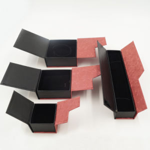Cardboard Jewelry Box with Hotstamping and Spot UV (J15-E) pictures & photos